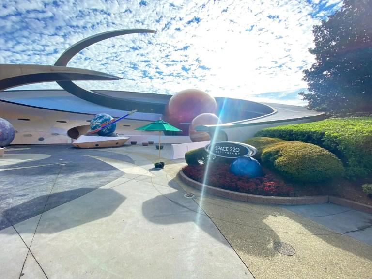 平民上太空!《Space 220》迪士尼太空站餐廳正式開幕