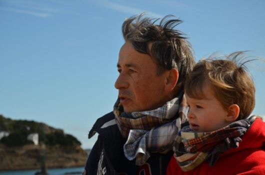 Wayome Upcycling echarpes bucheron enfant et homme regard gauche zoom