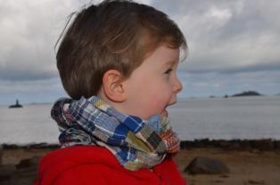 Wayome Upcycling echarpes bucheron enfant regard droite profil