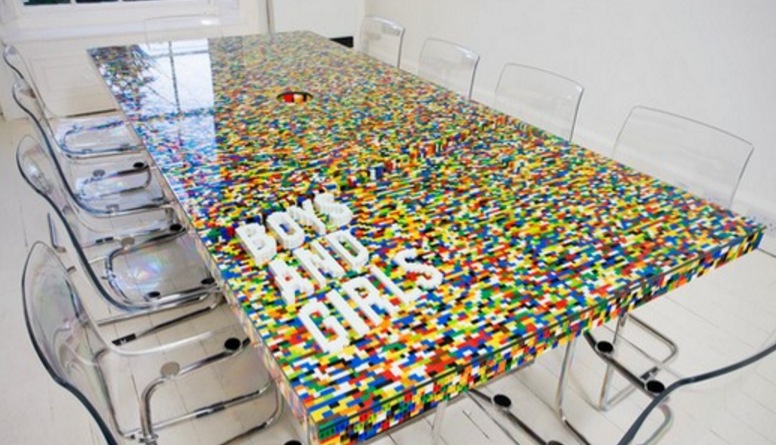Wayome Upcycling Table en Lego table de conference lego