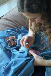 Wayome Upcycling customiser une chemise en jean - couture image deux