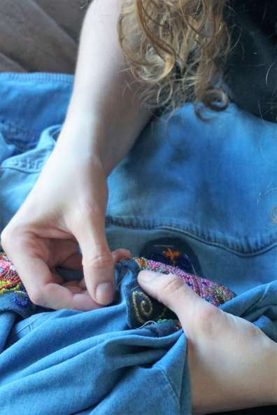 Wayome Upcycling customiser une chemise en jean - couture image quatre zoom