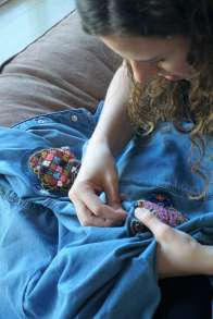 Wayome Upcycling customiser une chemise en jean - couture image trois