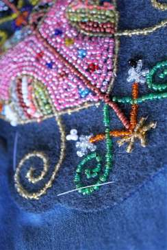 Wayome Upcycling customiser une chemise en jean - gros plan faux fil dos