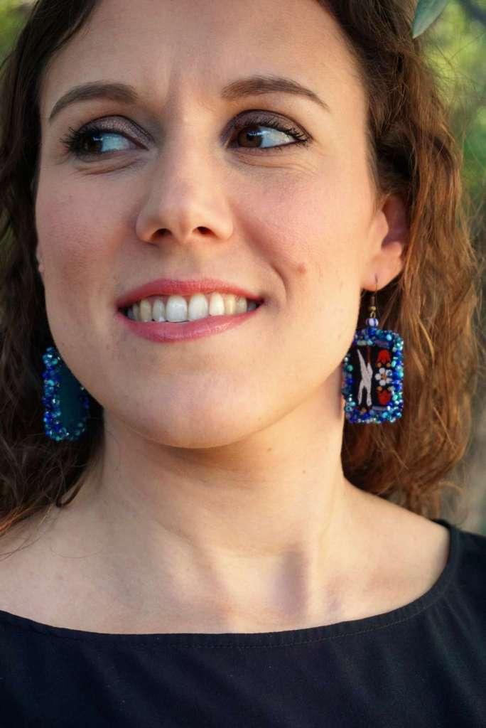 des boucles d'oreilles fabriquées avec des rubans préférée