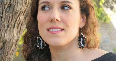 Wayome Upcycling des boucles d'oreilles fabriquées avec des rubans regard gauche arbre une