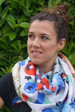 Wayome Upcycling foulard bleu blanc rouge zoom tas regard gauche