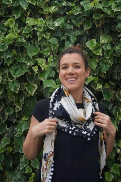 Wayome Upcycling foulard noir et blanc droit sourire