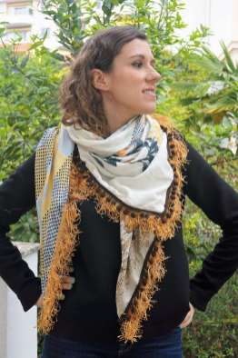 Wayome Upcycling foulard paille vert zoom regard droite