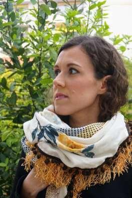 Wayome Upcycling foulard paille vert zoom regard gauche