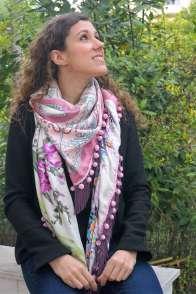 Wayome Upcycling foulard rose et violet vert regard droite