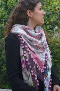 Wayome Upcycling foulard rose et violet vert zoom regard droite