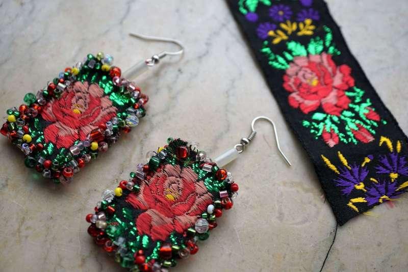 upcycler des rubans BO fleurs noir