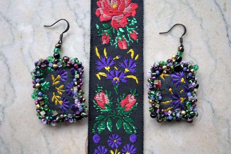 upcycler des rubans BO fleurs violet