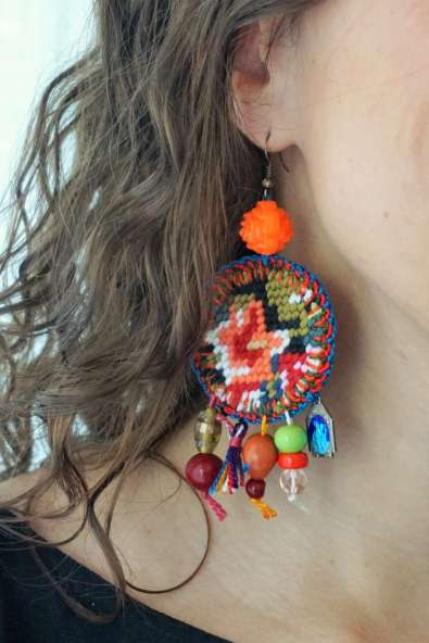 Wayome Upcycling nouvelle creation boucles doreilles zoom oreille droite