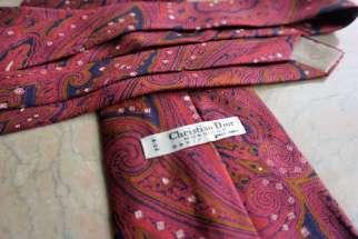 Wayome Upcycling que faire avec ces cravates rouge dior