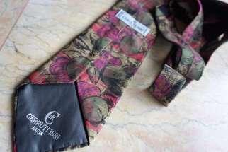 Wayome Upcycling que faire avec ces cravates vert violet cerruti