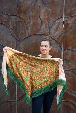Wayome upcycling le foulard en soie vert jardin ouvert gauche