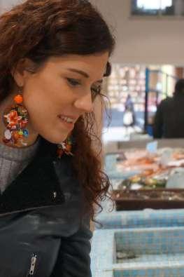 Wayome upcycling faire son marché avec de belles boucles d'oreilles en canevas poisson zoom