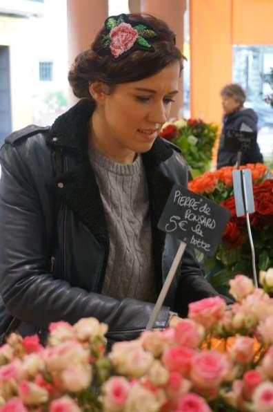 Wayome upcycling Un headband avec une rose en canevas rebrodée de perles de rocailles mains dans roses