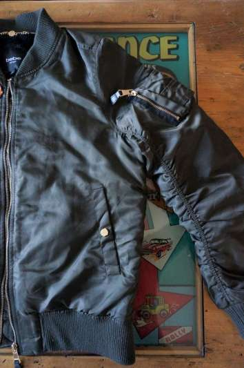 Wayome Upcycling Upcycling d'un bombers avec des patchs sans patchs
