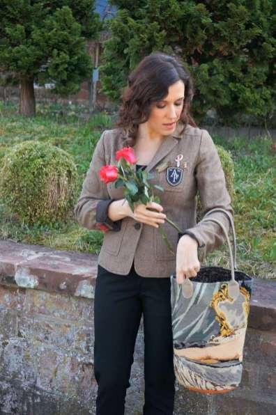 Wayome upcycling mise en situation du cabas en canevas modèle nu fleurs dans sac