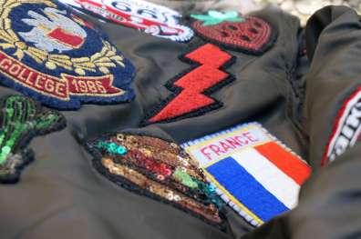 Wayome upcycling Le résultat de mon upcycling de veste bombers avec des patchs zoom patchs drapeau