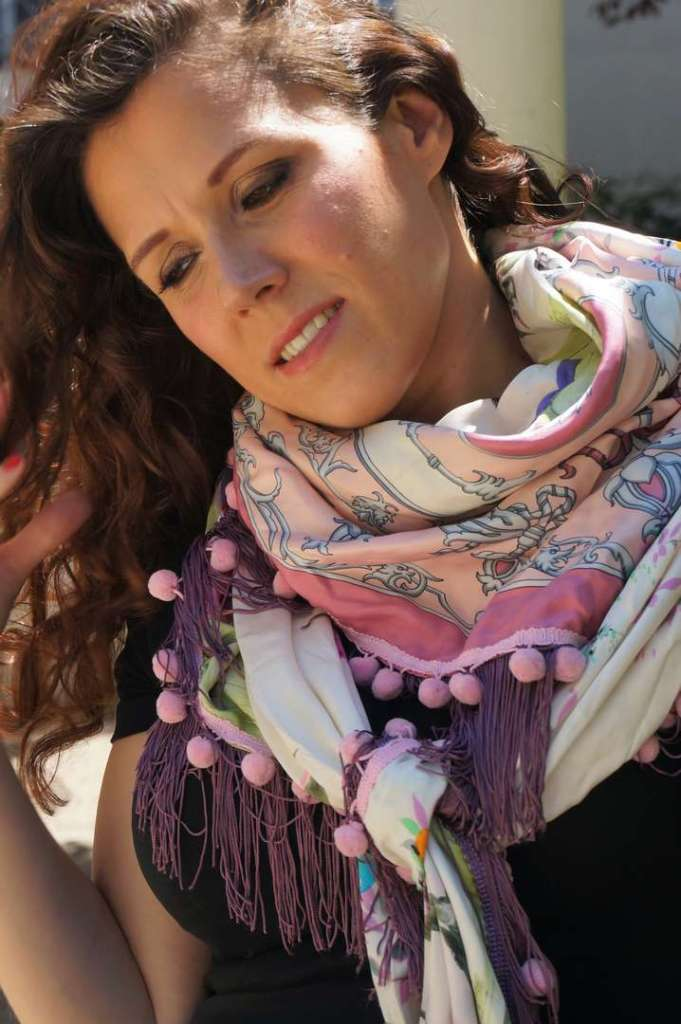 Wayome upcycling Mon foulard rose et violet préféré tête penchée