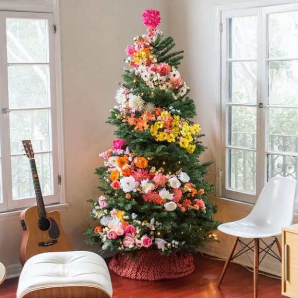 floral-christmas-tree 2
