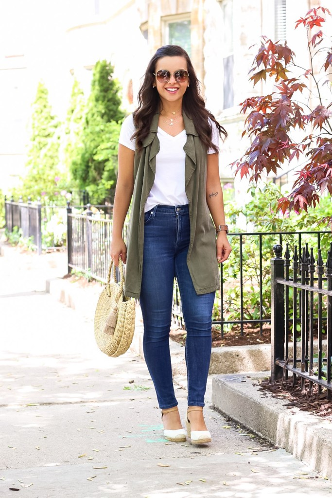 white tshirt outfit with jeans for Spring