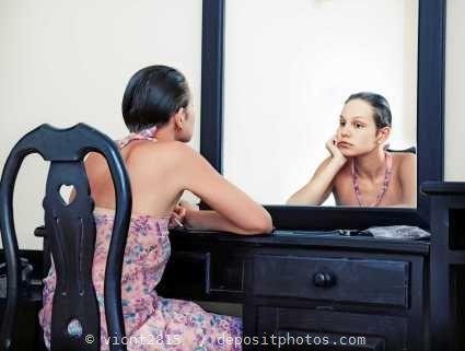 Lächle dein Spiegelbild an - für mehr Selbstbewusstsein