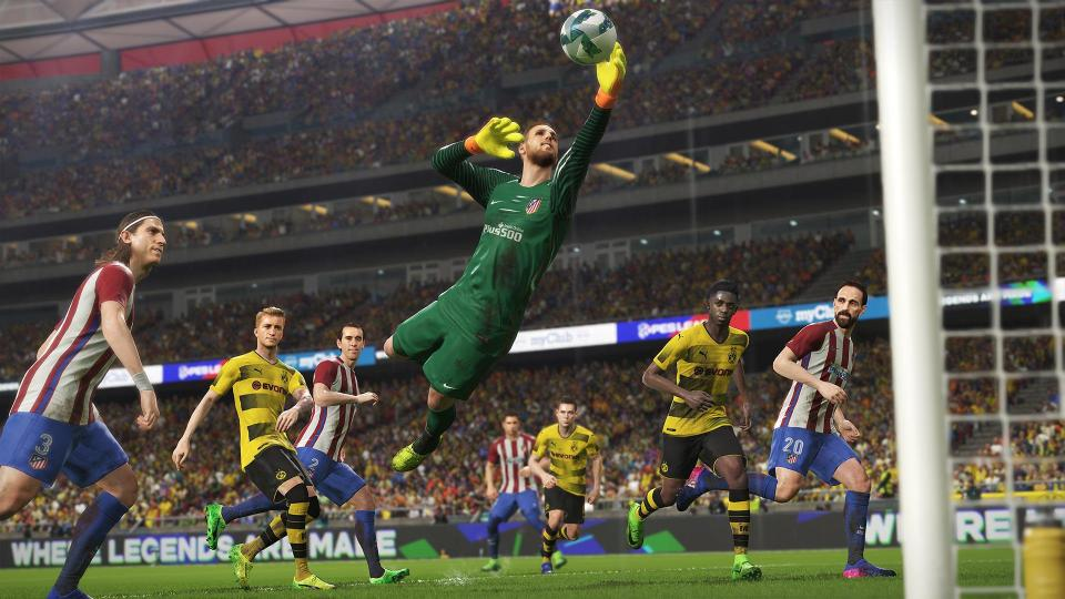 E3 Hands-on - FIFA 19 vs  Pro Evolution Soccer 19