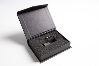 p9-flash-drive