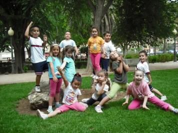 Compañeros del cole de Pau el dia de su sexto cumpleaños, parque de silla 2009