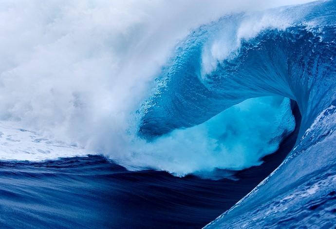 picos do mundial de surf - teahupo'o onda