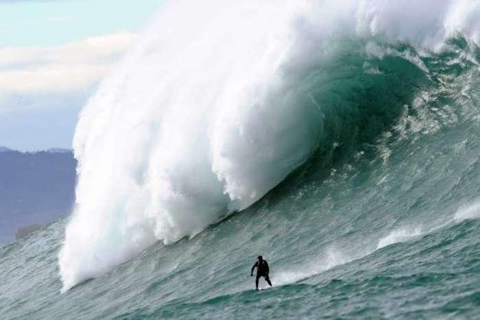 surfista descendo uma montanha em Belharra