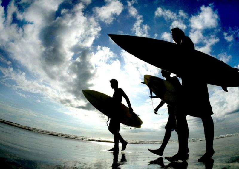 surfistas - mar-céu - pranchas