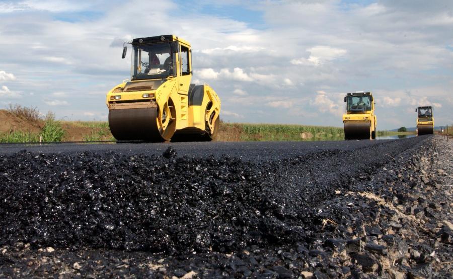 Powiat Mielecki ciągle inwestuje w drogi i chodniki