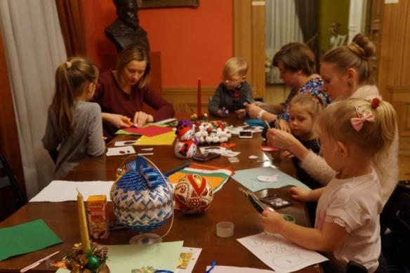 Warsztaty tworzenia choinkowych ozdób odbyły się w Pałacyku Oborskich [FOTO]