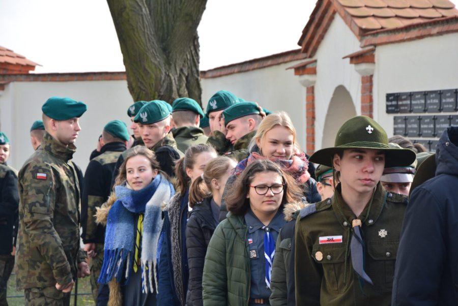 """Odsłonięcie tablicy poświęconej młodzieżowym organizacjom antykomunistycznym """"Stalowi Polacy"""" i """"Wolność i Sprawiedliwość"""" [FOTO, VIDEO]"""