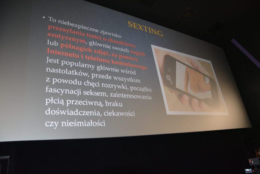 Spotkanie szkół z policjantkami na temat dopalaczy, narkotyków i cyberprzemocy w Cinema3D [FOTO, VIDEO]