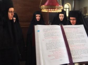 Monasterski chór sióstr śpiewa w unikalnym rycie bizantyńskim