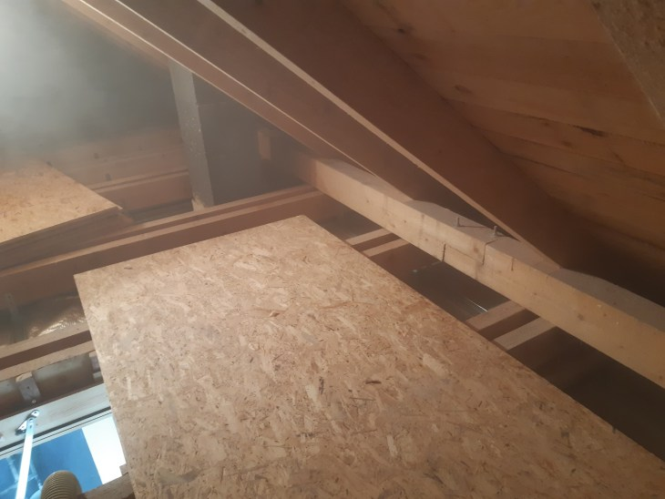 wdmuchiwanie izolacji termicznej do ocieplenia dachu stropodachu Eko Therm Daniel Borowiec