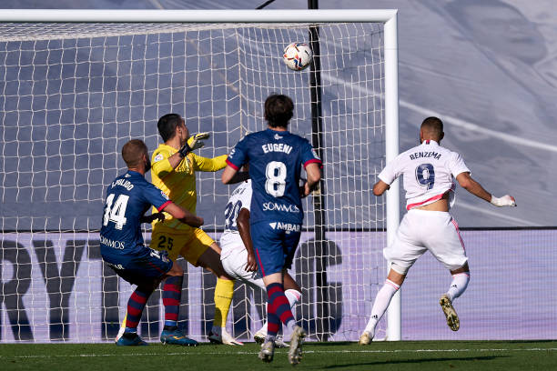 Benzema headed in Madrid's fourth goal from close range