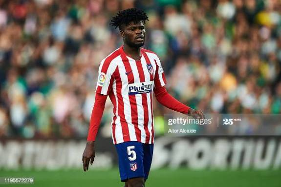 Thomas Teye Partey of Club Atletico de Madrid looks on during the Liga match between Real Betis Balompie and Club Atletico de Madrid at Estadio Benito Villamarin on December 22, 2019 in Seville, Spain. (Photo by Aitor Alcalde/Getty Images)