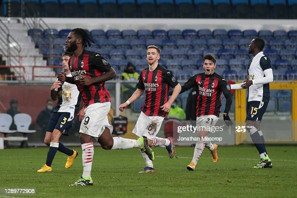 GENOA, ITALY - DECEMBER 06: Alexis Saelemaekers and Brahim Diaz of AC Milan run to celebrate with team mate Franck Kessie after his penalty gave the side a 1-0 lead during the Serie A match between UC Sampdoria and AC Milan at Stadio Luigi Ferraris on December 06, 2020 in Genoa, Italy. (Photo by Jonathan Moscrop/Getty Images)