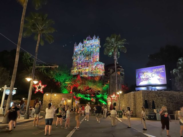 hollywood-holiday-tower-hotel-projections-2020_8