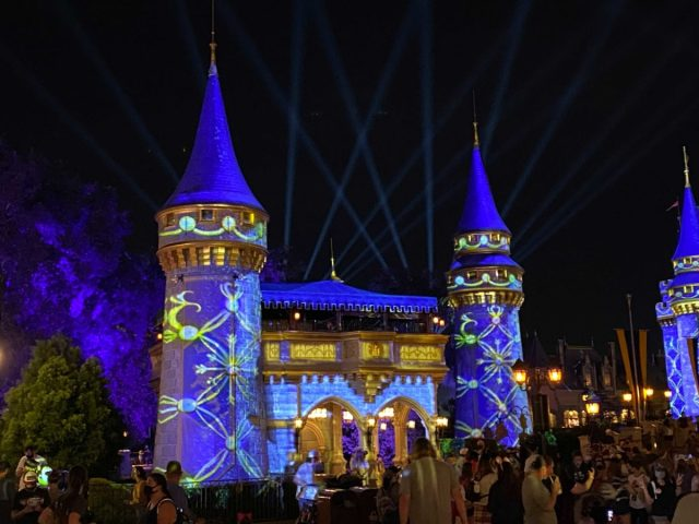 cinderella-castle-projections-christmas-2020_13-1878134