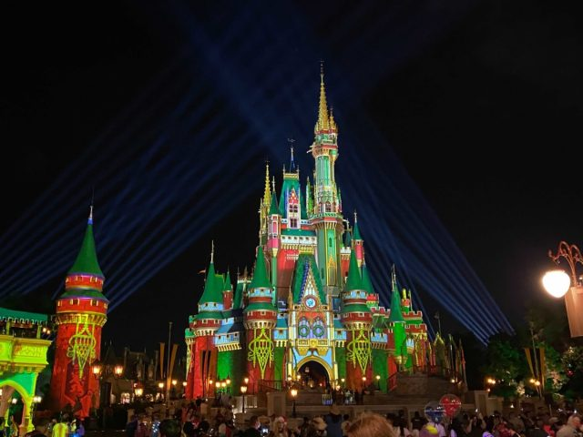 cinderella-castle-projections-christmas-2020_20-3440824