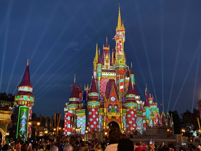 cinderella-castle-projections-christmas-2020_3